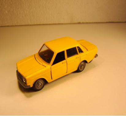Gul Volvo 144