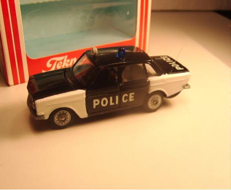 Volvo 144 Police