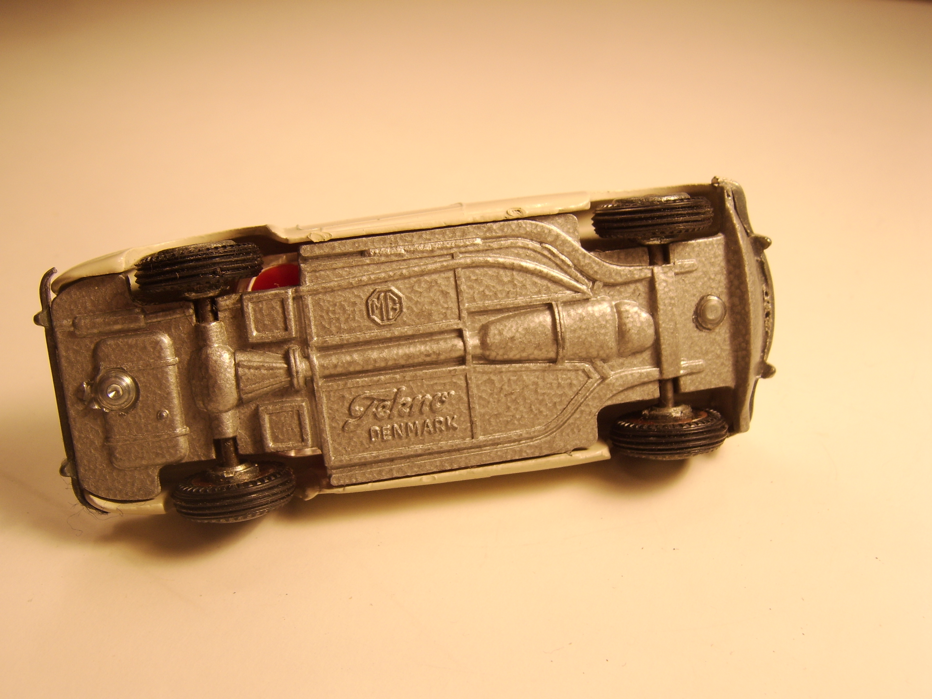 Tekno MG-A beige (5)